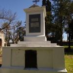 Sepulcro donde descansaron los restos de Santiago Artigas - Cementerio Viejo de Concordia